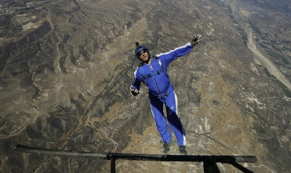 Skydiver survives 25,000 foot jump without a parachute