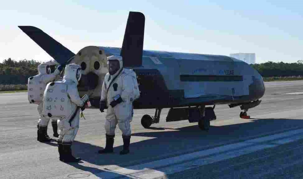 (Video) Classified space plane returns to Earth after nearly 2 years in space