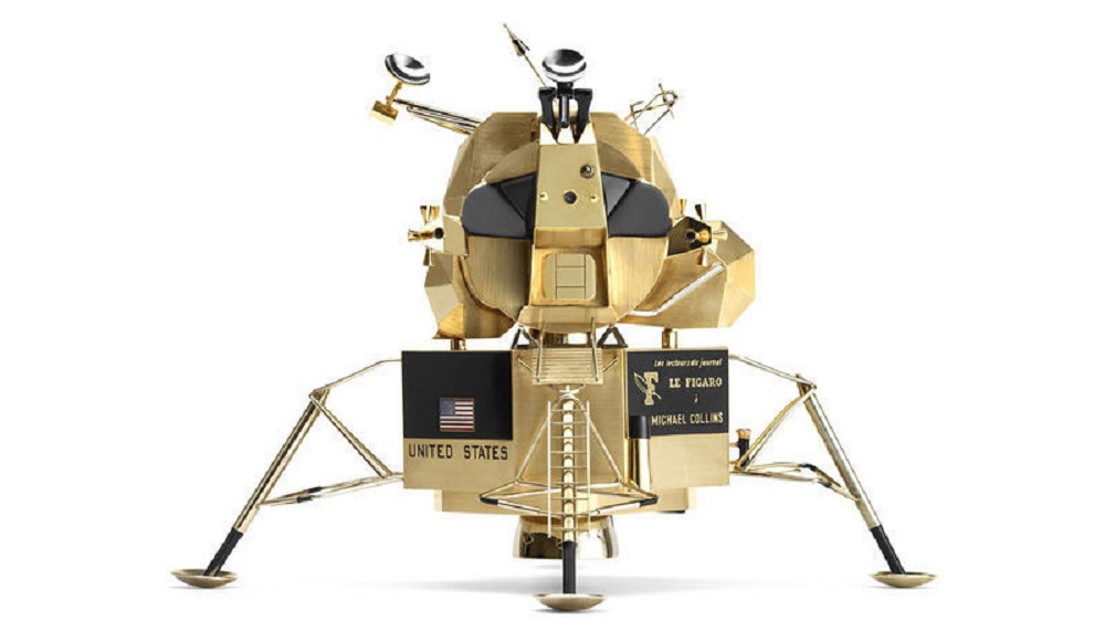 Thieves swipe moon lander replica from Armstrong museum